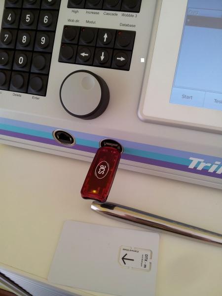 Trikombin-USB-Port-Programm-Überspielung-auf-DS-Chipcard-Zapper
